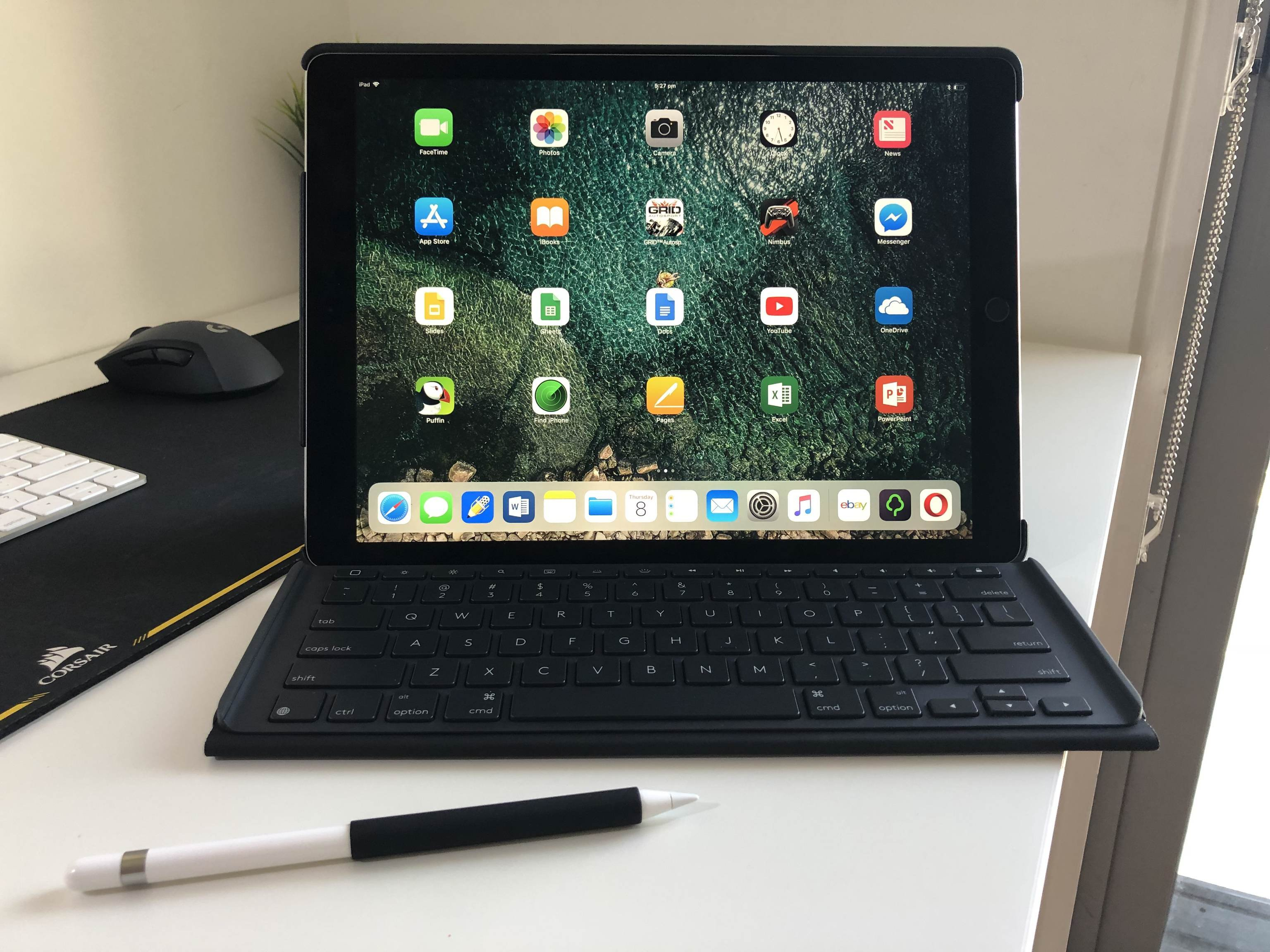 Logi slim combo looks so much cleaner on iPad Pro without the pen loop. 👌 logi-slim-combo-looks-so-much-cleaner-on-ipad-pro-without-the-pen-loop-👌